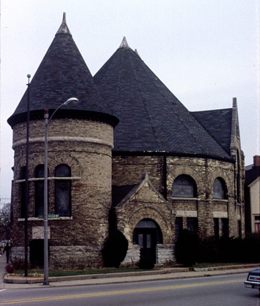 Villa Street and Dupage Street building